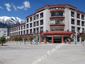 林芝平措康桑藏泊酒店