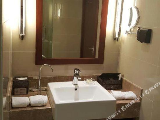 深圳華強北和頤酒店和頤商務大床房