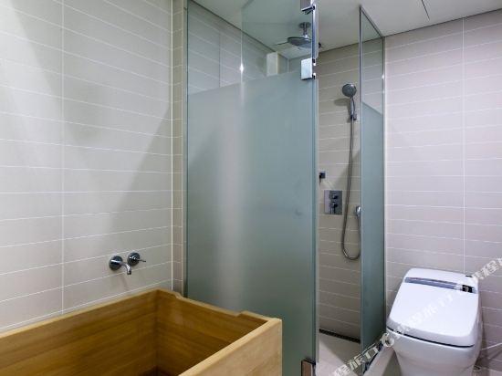 首爾明洞喜普樂吉酒店(原首爾黃金鬱金香M酒店)(Sotetsu Hotels The SPLAISIR Seoul Myeongdong)豪華扁柏大床房