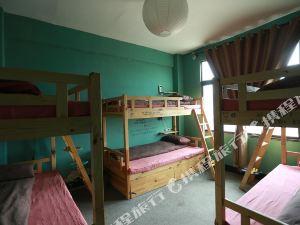 理塘的夏天國際青年旅舍