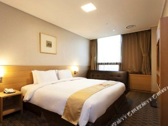 首爾天空花園酒店明洞中心店(Hotel Skypark Central Myeongdong Seoul)標準大床間