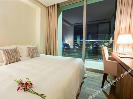 樂卡爾特峴港海灘酒店(A La Carte Da Nang Beach)喜悅兩卧海景大型房