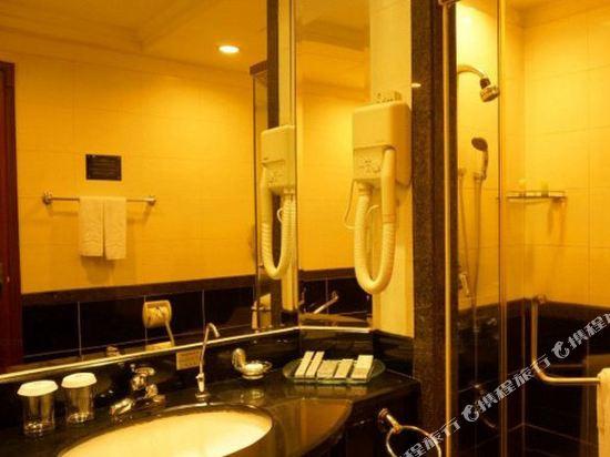 東莞石龍名冠金凱悅酒店(Gladden Hotel (Shilong Town))豪華河景大床房