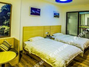岑溪小城之旅酒店