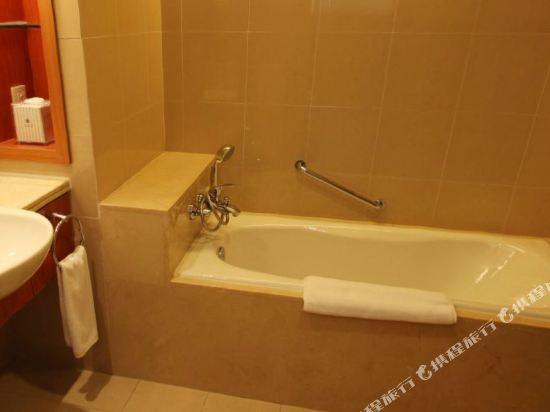 中山金鑽酒店(Golden Diamond Hotel)豪華大床房