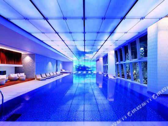 香港麗思卡爾頓酒店(The Ritz-Carlton Hong Kong)室內游泳池