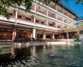 馬哈拉尼海灘酒店
