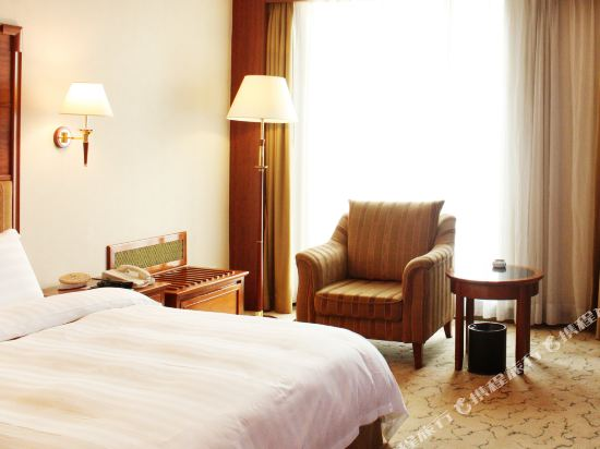 東莞石龍名冠金凱悅酒店(Gladden Hotel (Shilong Town))高級套房