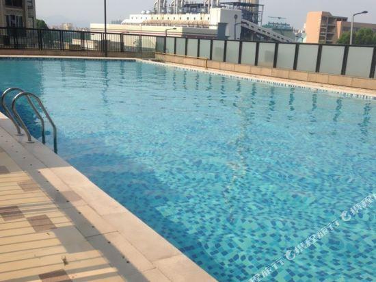 廣州臨江上品維福頓公寓(琶洲會展中心店)(Linjiang Shangpin Weifudun Apartment (Pazhou Complex))室外游泳池
