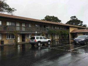 蒙特里卡梅爾速8酒店(Super 8 Monterey/Carmel)