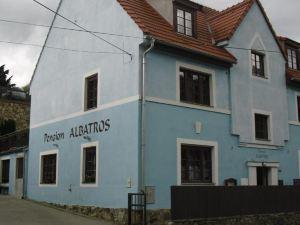 潘修恩信天翁酒店(Penzion Albatros)