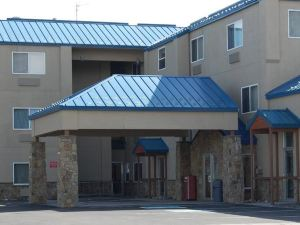 西黃石門酒店(Yellowstone West Gate Hotel)