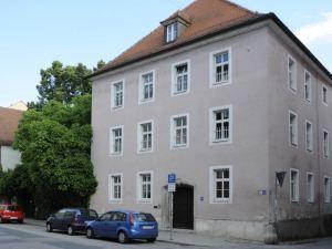 卡特麗瑟阿卡德米酒店(Katholische Akademie)
