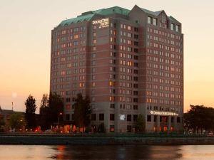 波士頓希爾頓逸林套房酒店(DoubleTree Suites by Hilton Hotel Boston - Cambridge)