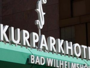 維爾姆舒赫巴德庫爾公園酒店(Kurparkhotel Bad Wilhelmshöhe)