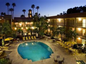 希爾頓逸林酒店 - 威廉姆斯中心(DoubleTree Suites by Hilton Tucson-Williams Center)