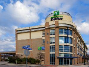 聖安東尼奧河流中心智選假日酒店和套房(Holiday Inn Express Hotel & Suites San Antonio Rivercenter Area)
