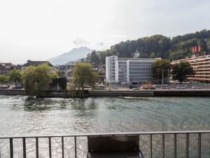 盧塞恩旅游城市大酒店(The Tourist City & River Hotel Luzern)
