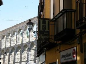 塞哥維亞旅館(Hostal Segovia)