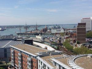 岡沃爾夫碼頭海濱公寓(Gunwharf Quays Waterfront)