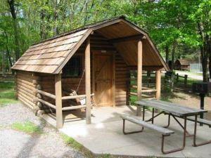 雷夫爾斯托克露營地及小木屋(Revelstoke Campgrounds & Cabins)