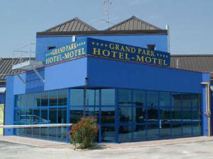 公園豪華汽車旅館(Grand Park Hotel Motel)