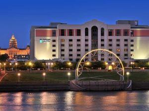 德梅因市中心大使套房酒店(Embassy Suites des Moines Downtown)