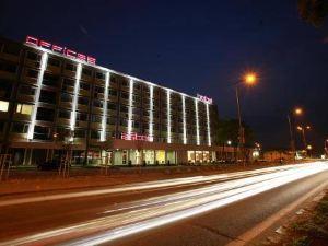 阿斯頓酒店(Aston Hotel)