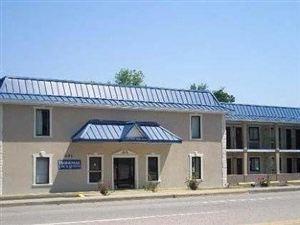 杰克遜堡羅德威套房酒店(Rodeway Inn & Suites Fort Jackson)