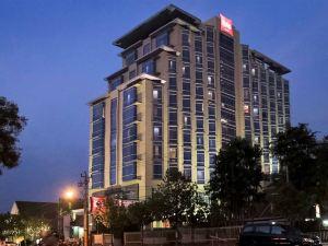 色瑪拉昂斯旁利馬宜必思酒店(Hotel Ibis Semarang Simpang Lima)
