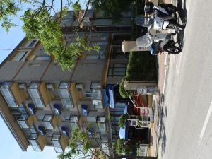 里瓦祖拉酒店(Rivazzurra Hotel)