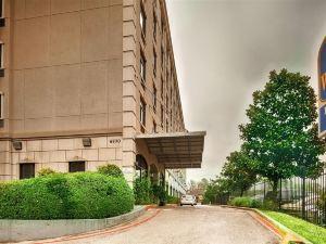 醫療中心廣場貝斯特韋斯特套房酒店(BEST WESTERN Plaza Hotel & Suites at Medical Center)