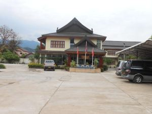 卡姆帕舍酒店(Khampaseuth Hotel)