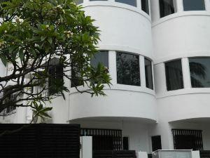 凱伊酒店(The Kei Inn & Suites)