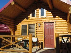 賈斯珀風中奇緣小屋酒店(Pocahontas Cabins Jasper)