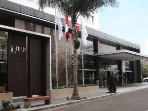 利馬埃爾巴爾多希爾頓逸林酒店(DoubleTree El Pardo by Hilton Lima)