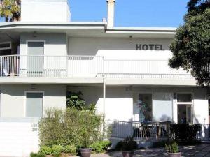 貝賽酒店(Bayside Hotel)