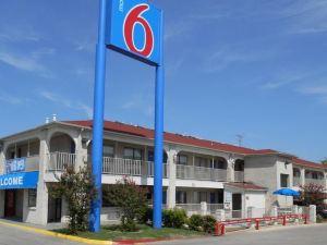 聖安東尼奧- 花城6號汽車旅館(Motel 6 San Antonio - Splashtown)
