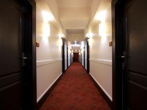 惠斯勒山峰木屋精品酒店(Summit Lodge Boutique Hotel Whistler)