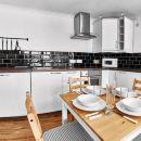 Thistle Apartments - Rose Apartment