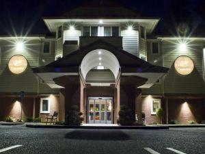 克里斯由酒店及套房(Crestview Hotel and Suites)