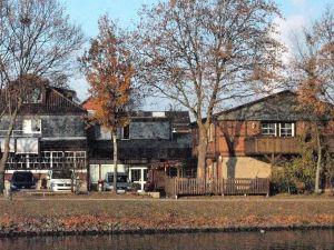愛特多富茹穆凱納酒店(Alter Dorfkrug am Kanal)