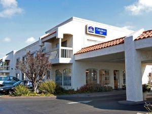卡馬里奧貝斯特韋斯特酒店(BEST WESTERN Camarillo Inn)