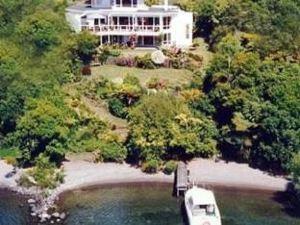 艾卡切艾灣湖濱住宿加早餐酒店(Acacia Bay Lakefront B&B)