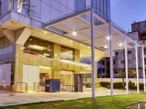 班加羅爾安可多姆盧華美達酒店(Ramada Encore Domlur Bangalore)