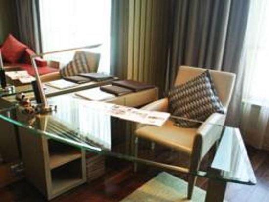 索菲特曼谷素坤逸酒店(Sofitel Bangkok Sukhumvit)奢華園景房