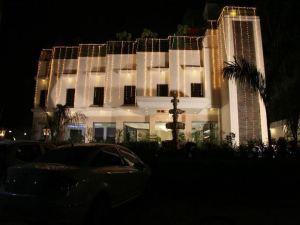 泰假日酒店(Hotel Taj Resorts)