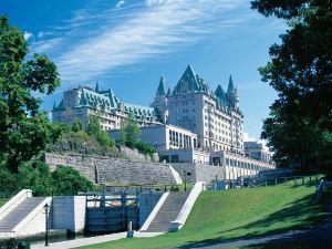 費爾蒙特洛里耶堡酒店(Fairmont Chateau Laurier)