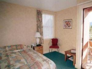 紅草叢汽車旅館(Red Tussock Motel)
