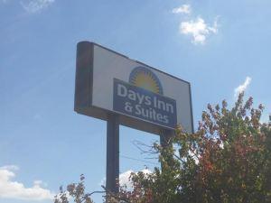 辛辛那提戴斯套房酒店(Days Inn & Suites Cincinnati)